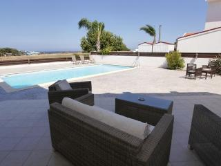 MANVIL26-Large 3 bed viila with pool in protaras, Protaras