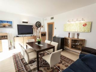 Domingo: modern lovely apt, just 100m from the sea