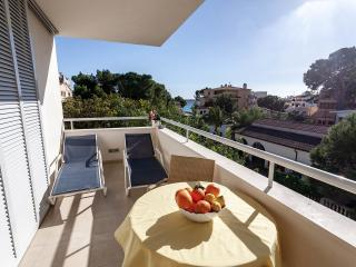 Domingo: modern lovely apt, just 100m from the sea, Cala Millor