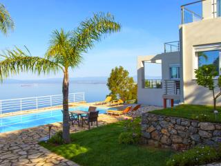 AMAZING SEAVIEW VILLA WITH PRIVATE POOL, Calamata