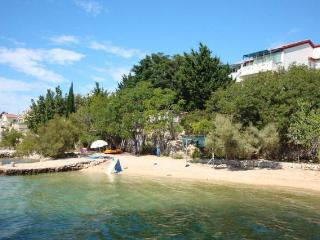 Kustic 2 apartment for 4 people by the sea