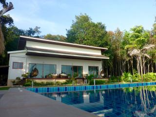 Koh Changs Newest Pool and Oceanfront Villa, Ko Chang