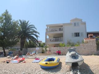 Luxury Beachfront Villa Matista-Blue apartment, Slatine