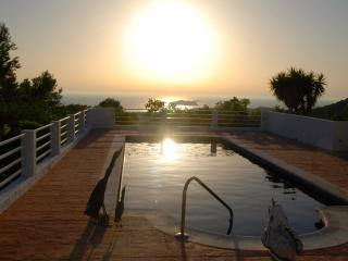 Wonderfull quiet Villa in Cala Tarida with sunset