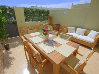 Townhouse in Costa Adeje, close to the beach, Playa de Fanabe