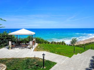 Apartment on the beach in complex Byala Cliff