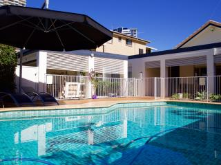 Sea & Sun Beach House at the center of Broadbeach