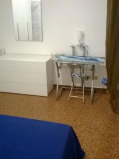 appartamento con 2 camere + uso cucina consentito, Bologna
