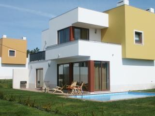 Peaceful villa, private pool, walk to lagoon