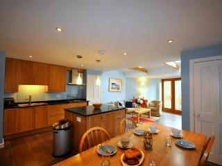 Rural Dorset cottage, ideal for friends and family, Broadmayne