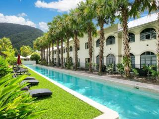 Huge 1 bedroom spa apartment - In gorgeous resort!, Palm Cove