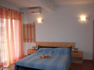 Large Studio Apartment just 150m from Mavarstica Bay, best beach on Ciovo