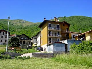 TRADITIONAL APARTMENT IN HILL TOP LAKE VILLAGE