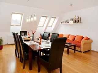 5-ROOMS APARTMENT FOR SMALL GROUPS w/ ROOF TERRACE, Boedapest