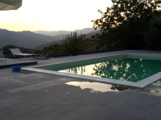 Holiday Home + Swimming Pool + Car, Gaggi