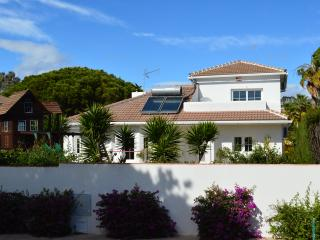 Beautiful family villa, walking distance to beach