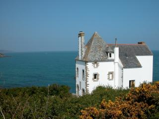 Former sea captains' house, direct access to beach, Locquirec