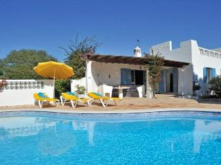 Beautiful 4 bedroom villa with pool in Carvoeiro.