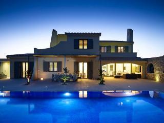 Villa Alpha by Helion Villas and Apartments