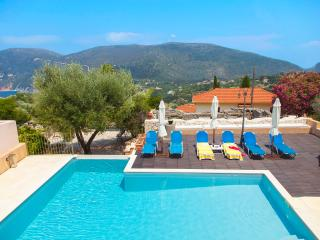 Villa with swimming pool and Ancient Venue, Platrithias
