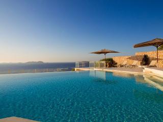 Outstanding Luxury Villa Calo with Pool, Breña Baja
