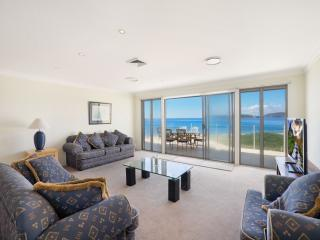BAY VISTA 2 - ABSOLUTE BEACHFRONT
