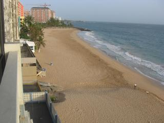 Oceanfront Condo next to Marriott Hotel Condado, Miramar