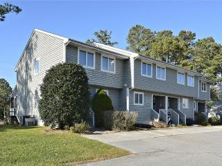 Nice 3 bedroom, 2.5 bath townhouses in quiet community 3/4 of a mile to the beach - Community pool & tennis court available, Bethany Beach
