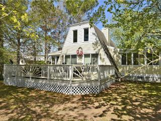 "Very nice 3 bedroom, 2 bath modified ""Retreat"" with large deck and porch., Bethany Beach"