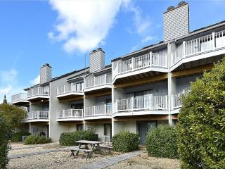 1 block to the beach - 4 bedroom townhouse with balcony!, Bethany Beach