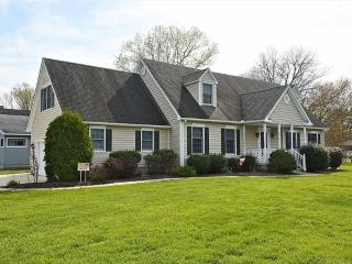 Spacious 5 bedroom home with rec room. Close to pool & tennis courts!, Bethany Beach