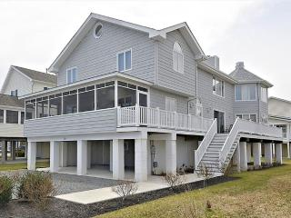 Just under 3 blocks to the beach! Spacious 6 bedroom home with parking!, Bethany Beach