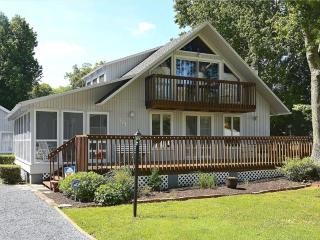 Spacious 5 bedroom home with large deck and screened porch, Bethany Beach
