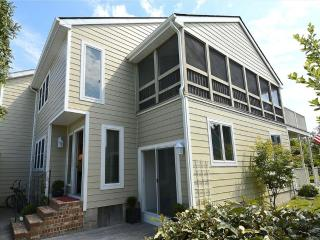 Only 1 block to the beach, 3 bedroom + loft townhouse with parking!, Bethany Beach