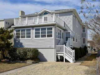 Remodeled Bethany Beach classic home. Only 1/2 block to the ocean!