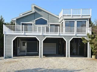 Beautiful and spacious beach home with stunning ocean views., Cedar Neck