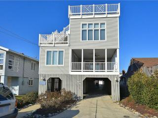 Lovely 6 bedroom ocean block home. Close to the boardwalk!, Bethany Beach