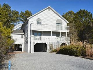 Less than 1 block to ocean. 5 bedrooms, 3.5 bath home with observation deck!, Cedar Neck