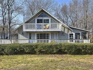 Only 1.5 blocks to the ocean! 2 bedroom home with large deck and screened porch., Bethany Beach