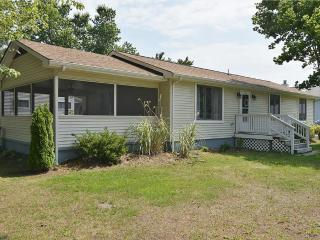 Walk to the beach! 3 bedroom home with large screened porch!, Bethany Beach