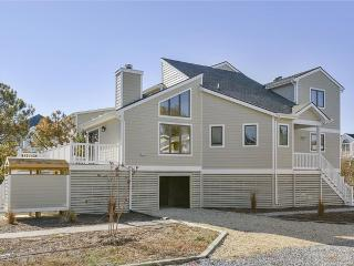 Fantastic Gulls Nest 4 bedroom home with deck and screened porch