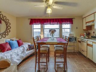 Studio w/resort pool & dock on the Grand Lagoon!, Panama City Beach