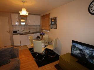 Lovely 2 Bed Apartment in West Thamesmead, London