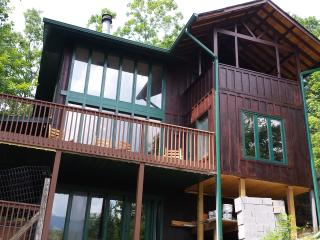3-5 bdrm luxury cabin --Book NOW!, Gatlinburg