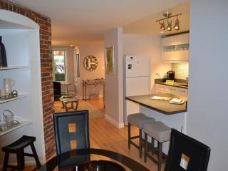 Lovely Urban 1 Bedroom, 1 Bathroom Apartment - Newly Refurnished, Washington, D.C.