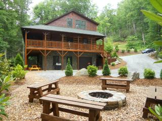 Log Cabin, Hot Tub, Fire Pit, Pool Table, Wi-Fi