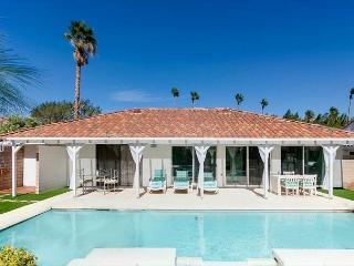 STYLISH TURQUOISE PALM SPRINGS VILLA, Palm Springs