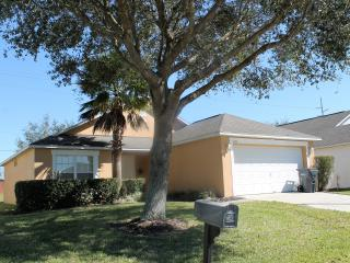 LOVELY 3 BED 2 BATH POOL HOME ON GATED COMMUNITY!, Davenport