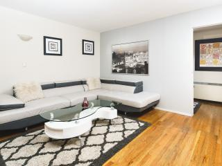 Luxury 3BR/2BA With Balcony Doorman BLDG Sleep 8, New York City