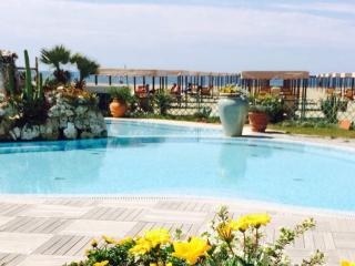 Appartamento sul mare con piscina, Marina di Pietrasanta